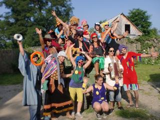 Dringend: EFD Freiwillige*r gesucht: Zirkus Lollypop, Lüen-Schweiz